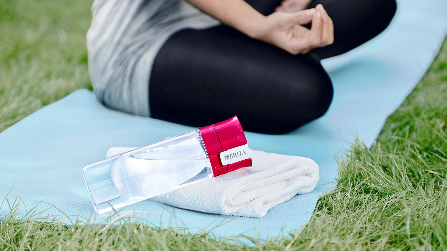 BRITA fill&go Vital pink: Park Frau Yoga